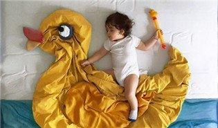 妈妈为宝宝拍创意夜行骑士照 萌趣可爱