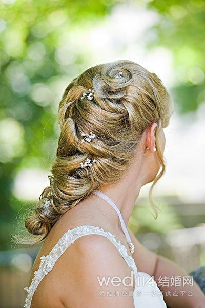 新娘如何挑选合适的结婚饰品 新娘婚纱配饰挑选技巧