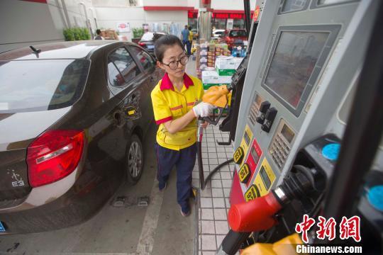 """国内油价今迎调价窗口 料出现年内首次""""二连停"""""""