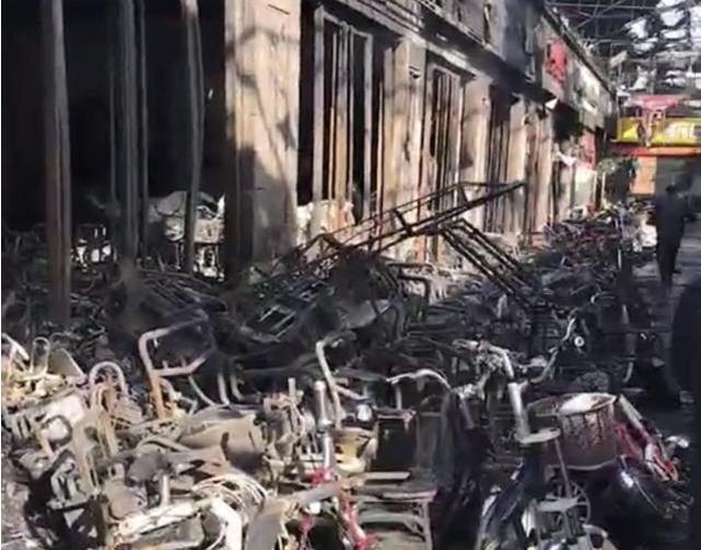 邯郸市场发生火灾 大批电动车、摩托车付之一炬
