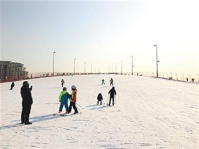 """北京部分滑雪场频现""""逆行""""者 难见及时制止"""