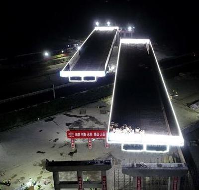 京秦高速河北玉田段跨京哈铁路大桥成功双转体