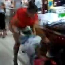 视频曝衡水某大超市两女子暴打一对母女