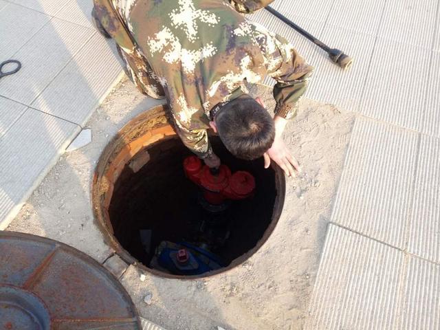 卢龙中队联合自来水公司开展水源普查工作