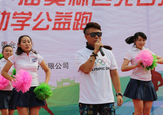 著名歌手嘿羽、蝴蝶幼儿园共同演绎《冰雪之梦》