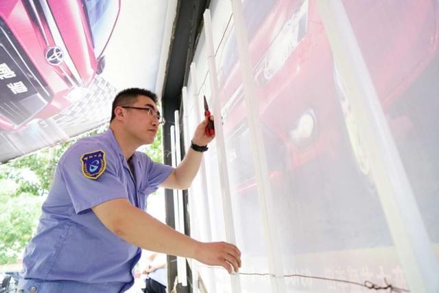 邯郸公交候车廊亮化改造实施