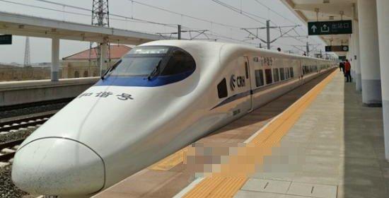 """秦皇岛车务段""""五一""""小长假期间加开临客11列"""