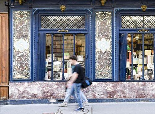 """探访巴黎""""渡桥""""旧书店"""