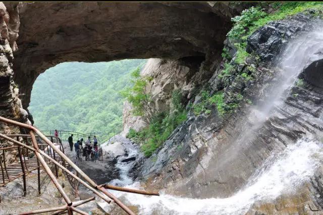 山谷漫步 河北有座中国最大的天生桥