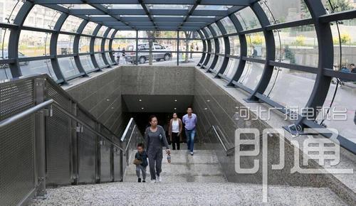 张家口:首座无障碍地下人行道启用