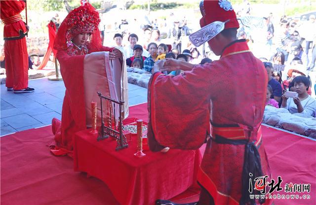秦皇岛海港区:传统风俗表演迎国庆