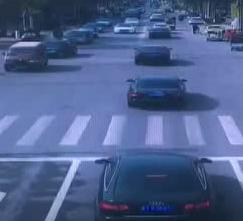 事发故城:行驶的车内突然掉出一个孩子