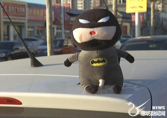 """车顶上坐个""""蜘蛛侠""""很酷?违法!"""
