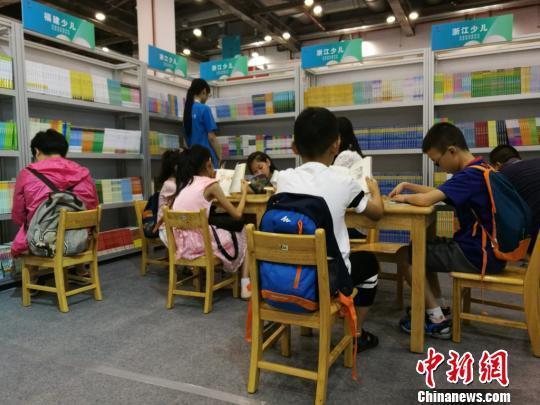 调查显示56%受访者感到为儿童挑选图书困难