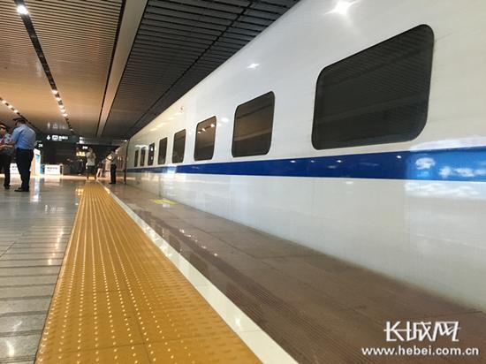 资料图:火车站站台.(图片与本无关)-北京铁路局增开6趟列车 经河