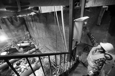 在毗邻东北三环辅路的地铁12号线光熙门站,地下土建施工正在紧张有序进行。本报记者 孙戉摄