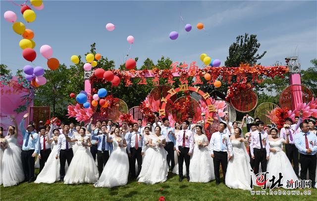 石家庄举办青年公益集体婚礼 44对新人喜结连理(图)