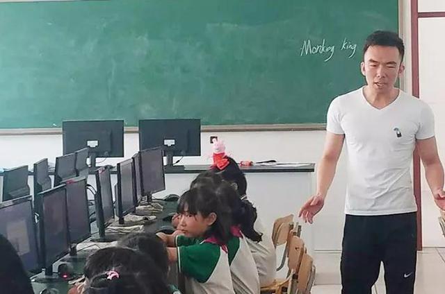 """唐地脊正西方国际教养育集儿子团弄展开""""同课异构""""教养研活触动"""