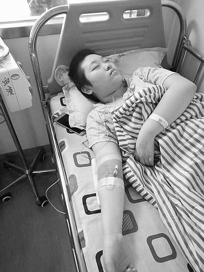 河北:8岁女孩患病无钱治疗 父亲含泪求助