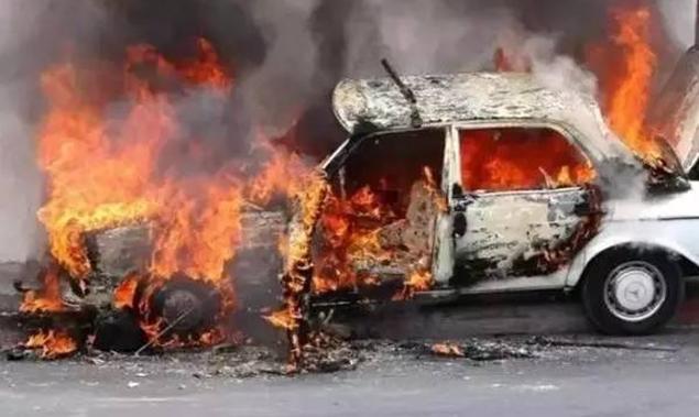 承秦高速一隧道内发生惨烈车祸,一人被烧焦