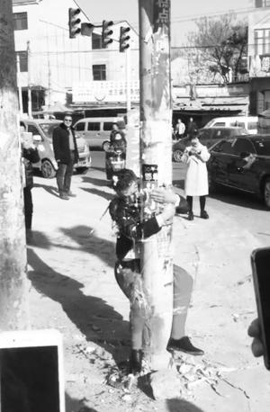 河北:三九天 新郎被绑电线杆上遭扔鸡蛋