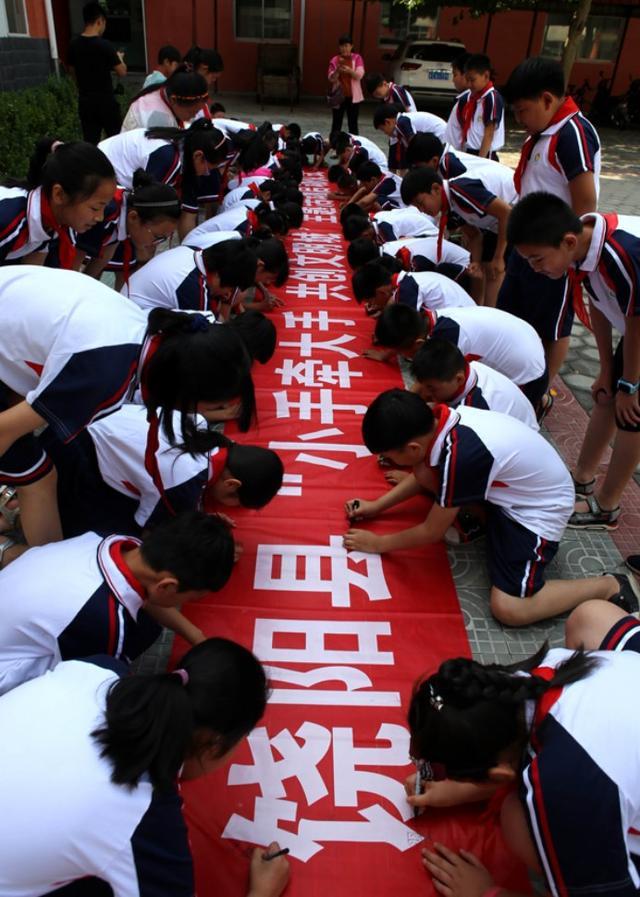 """饶阳县举办""""小手牵大手 共创文明城""""主题活动启动仪式"""