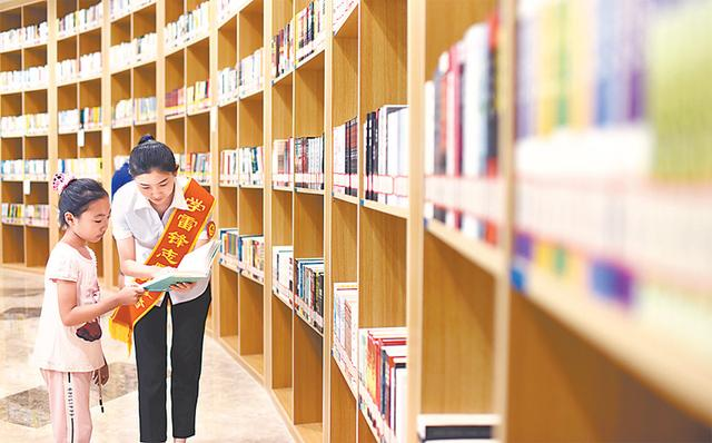 衡水市图书馆自开馆试运行以来吸引大量市民前来阅读