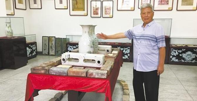 收藏家李贵祥:无偿捐献1700余件藏品