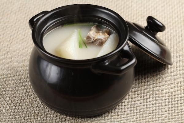 冬季喝汤能大补?煲汤越久越有营养?