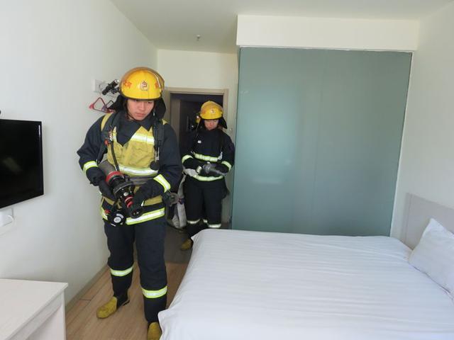关城路中队深入重点单位七塘快捷宾馆开展演练工作