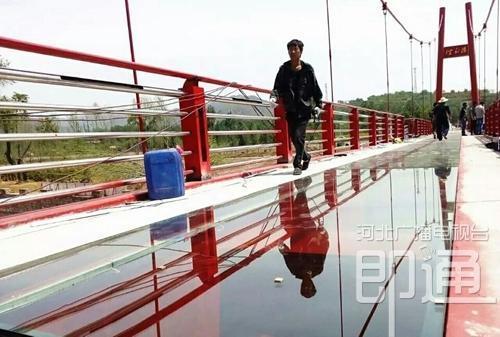 邯郸建成内座水上钢结构玻璃人行桥