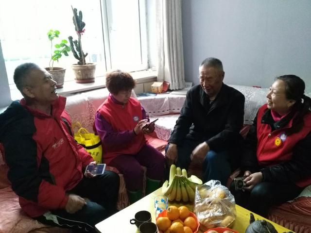 衡水:党员志愿者为空巢老人提供心贴心的服务