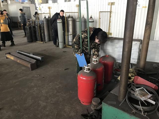 北戴河大队联合多部门对辖区重点企业开展消防检查