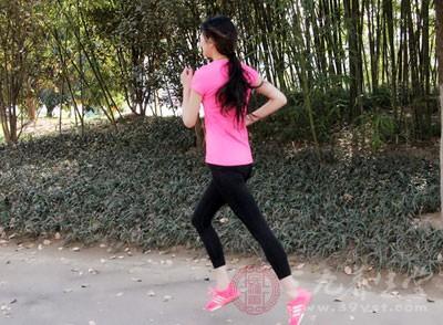 除了强身健体、瘦身减肥之外,运动还会有紧致肌肤的功效