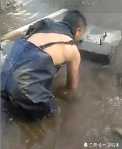 感动!三九天维修工赤膊下水堵漏