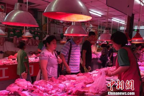 猪肉价格同比连跌五个月 批发价每公斤跌破20元