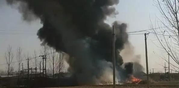 2月24日玉田亮甲店某村大火 浓烟滚滚