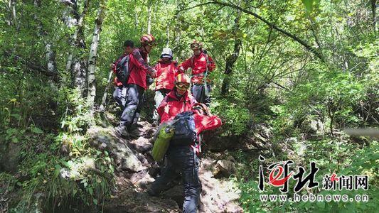32名驴友徒步登山被困 张家口多部门紧急救援脱险