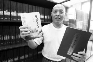 河北一名77岁老人泡图书馆8年 写出《趣读二十四史》