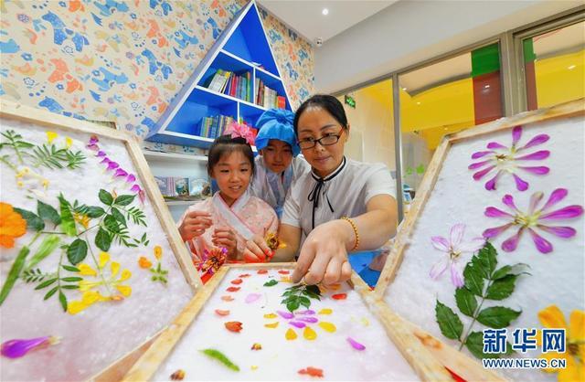 (社会)(1)体验古法造纸 感受传统魅力