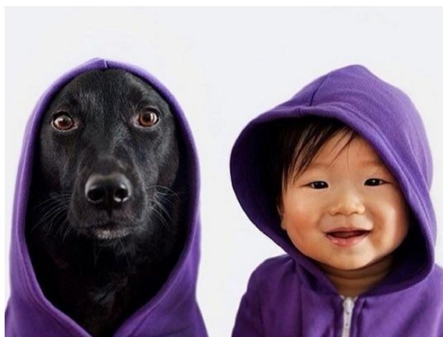 妈宝宝和狗狗在一起 太可爱了