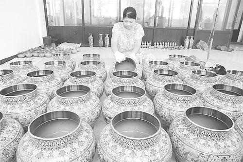 饶阳景泰蓝制作过程完美融合了青铜工艺和瓷器工艺