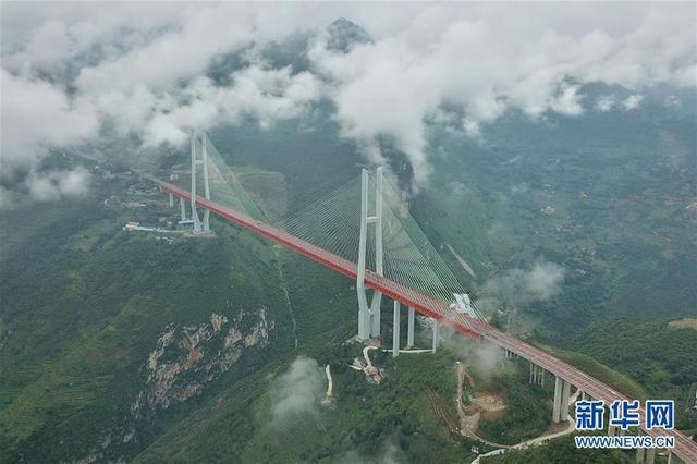 云端俯瞰北盘江大桥