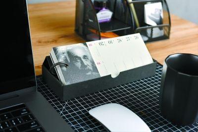 人文社尝鲜出首款日历书 2018日历书市面上已近60种
