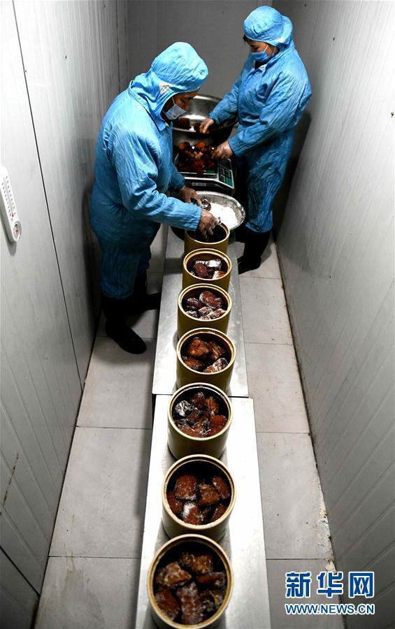 河北平山:腌肉香 年味浓