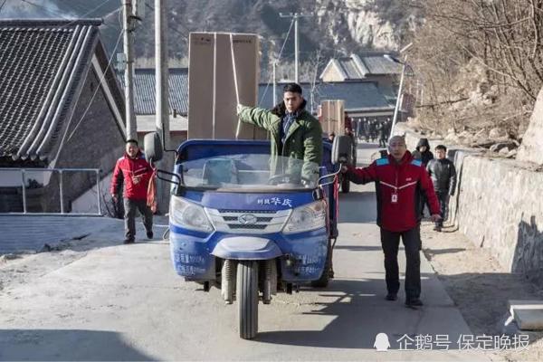 刘强东给平石头村拜早年!送价值500万的新春大礼包