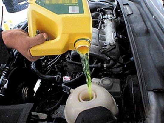 汽车水箱漏水怎么办?-汽车的水箱可以加水吗 车嫌热该怎么办
