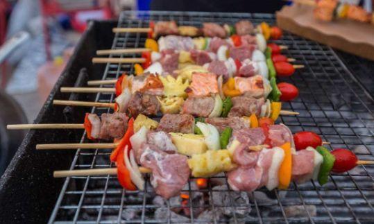 """保你今夏放心""""撸串儿""""!河北全面整治烧烤食品"""