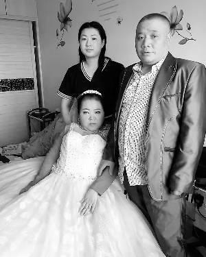 三口之家婚纱照全家福_三口之家全家福照片