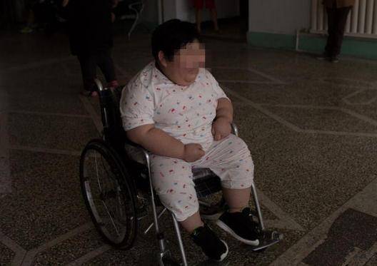 7岁娃4年暴涨120斤 减肥花近百万